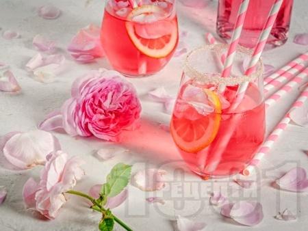 Розов коктейл с водка, сок от лайм и грейпфрут - снимка на рецептата